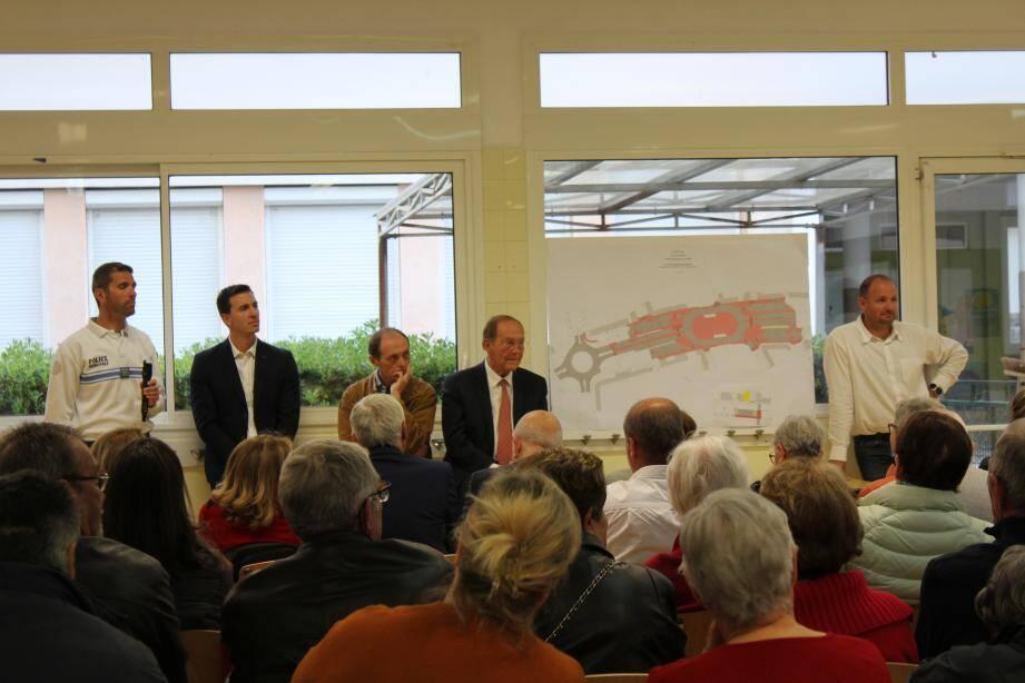Le maire, entouré de Pierre Boutillon, Baptiste Sassi, Daniel Allavena et Guillaume Chauvin.