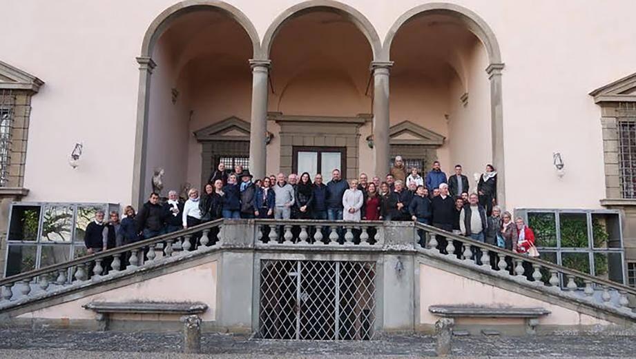 L'importante délégation de Valbonne qui s'est rendue dernièrement en Italie pour officialiser le jumelage entre la commune et Marti.                                                 (DR)