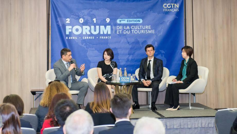 (De g. à d.) Frank Chikli, Li Zan, Altin Tafilaj et Liu Bing ont discuté des effets des réseaux sociaux dans le domaine du tourisme et de la culture.(DR)