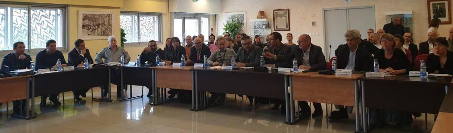 Christian Simon, le maire de La Crau, accueillait le comité de printemps exceptionnel de la Safer Paca, l'opérateur du marché foncier agricole. Une réunion à laquelle 70 personnes ont assisté.(DR)