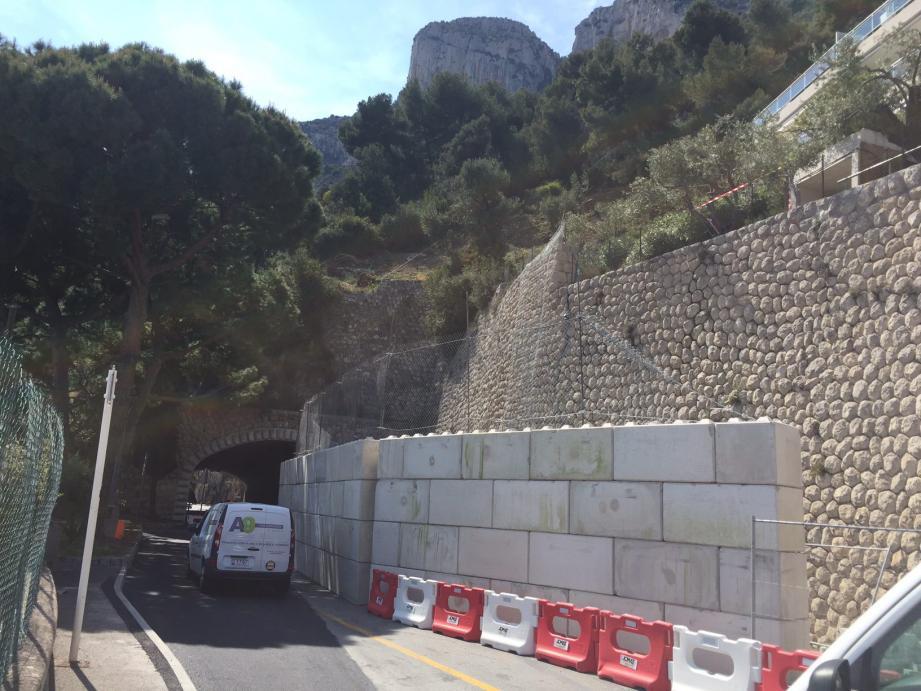 Un mur a été dressé en urgence pour remédier au risque d'effondrement.(DR)