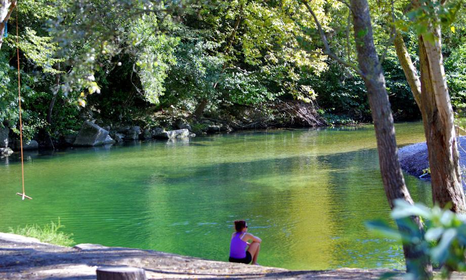 Quoi de plus reposant de voir couler une rivière ? Les rives du Loup à La Colle ou à Villeneuve sont une invitation à la détente et à la contemplation. Le week-end : elles sont fréquentées.