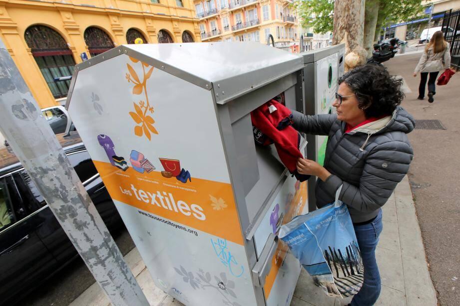 En déposant ses textiles dans les containers, on fait un geste pour la planète tout en nourrissant une économie solidaire.