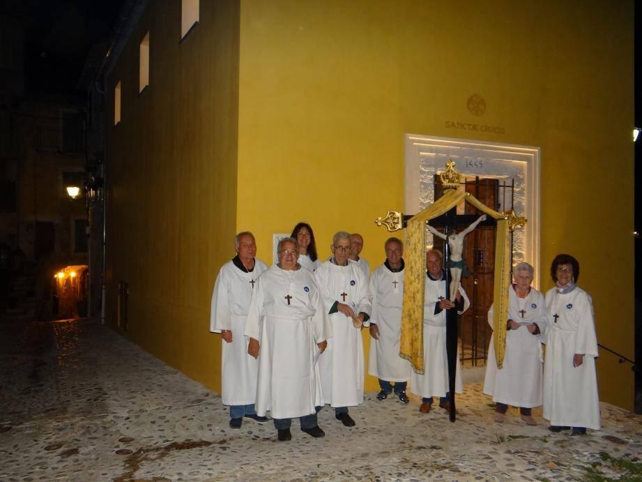 Comme chaque année, les pénitents blancs de Gorbio ont effectué le traditionnel chemin de Croix.(DR)
