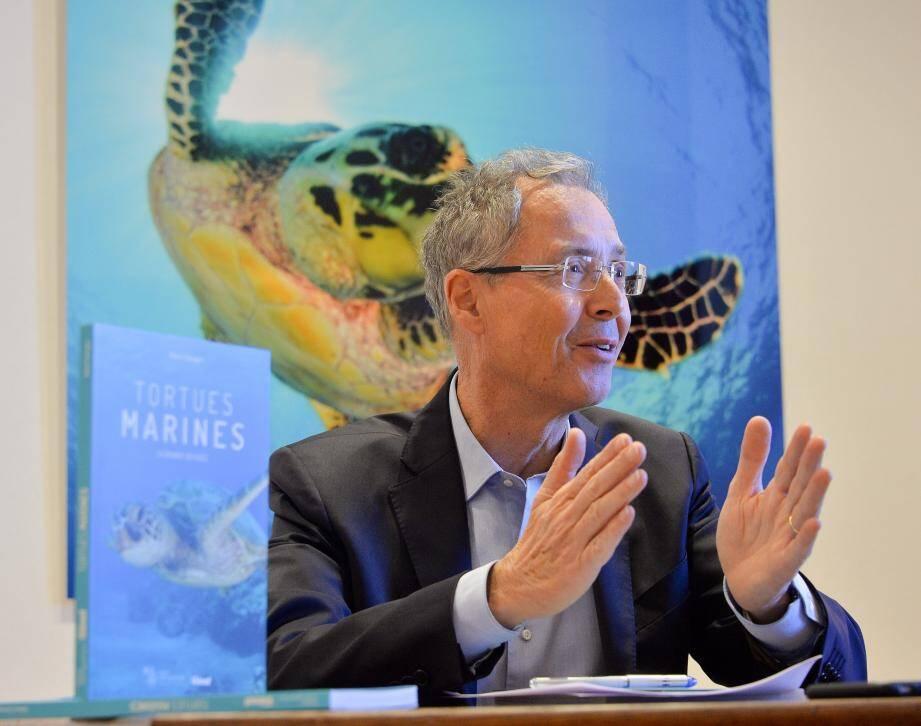 Robert Calcagno a sorti un livre sur les tortues marines.