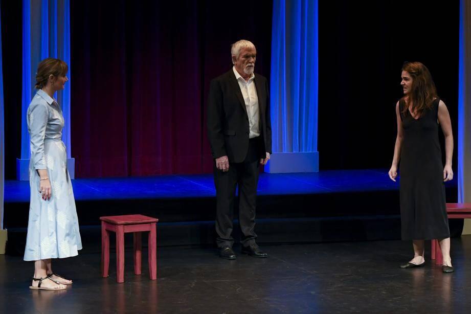 Christel Revel, Bernard Vanony et Philippine Salvo, dans une magistrale interprétation d'Antigone de Jean Anouilh.