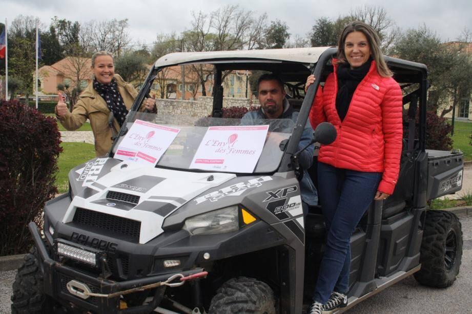 Sidonie Beaumont et Pascale Ljung au côté de Christophe Caron de « Off road aventure », champion de France dans la discipline SSV-Trophy, vous proposent de tester le buggy SSV.