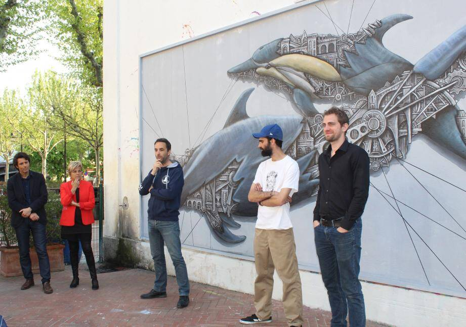Ardif a présenté ses «mechanimals», hybridation entre architecture et nature animale aux côtés des représentants de la ville, NaturDive et Unwhite it.