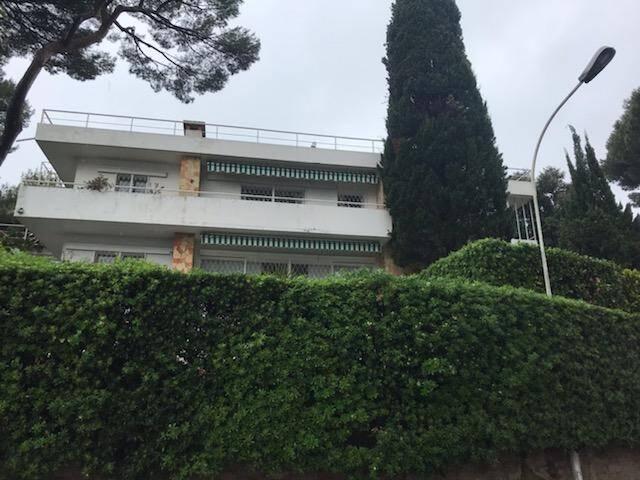 Dick Rivers s'est marié en 1965 avec sa première femme Micheline, mère de son fils Pascal dans la maison de sa belle-mère à Antibes, la villa Relâche.(DR)