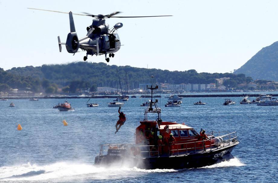 A ne pas manquer ce samedi, l'intervention de l'hélicoptère de la Marine pour un secours en mer, comme celui réalisé en août, plage du Mourillon à Toulon.