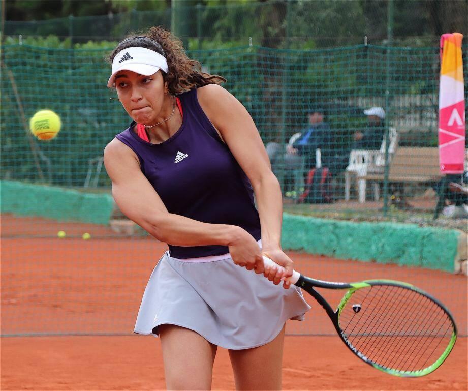 Yasmine Mansouri en quart de finale du tournoi de Beaulieu-sur-Mer et des Alpes-Maritimes.