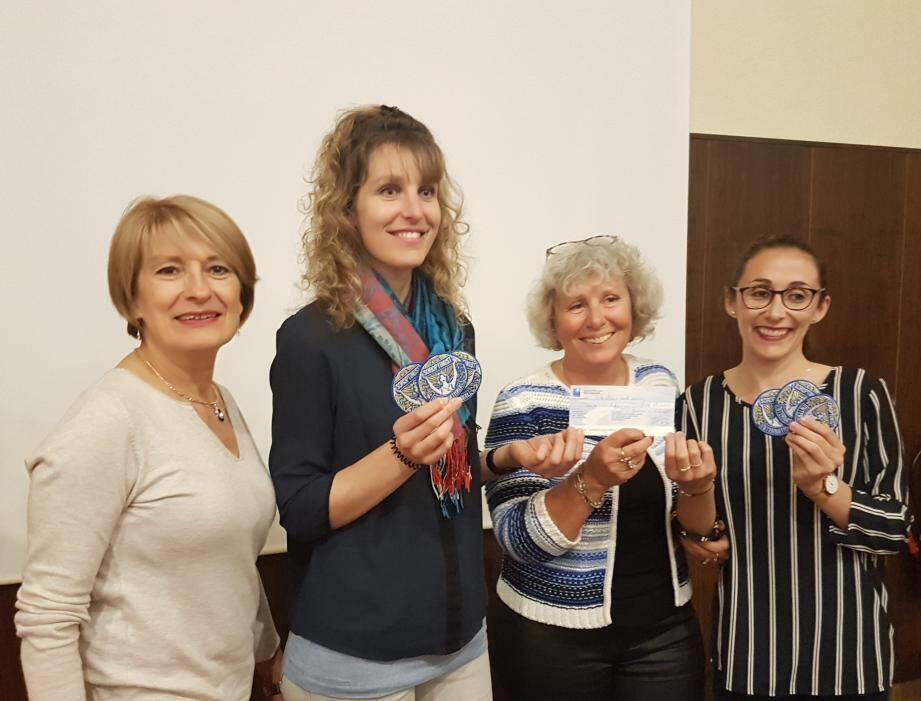 De gauche à droite: Christine Augier (trésorière du club Soroptimist), Célia Andrès, Nicole Lançon (présidente du club Soroptimist) et Aurélie Tata.(DR)