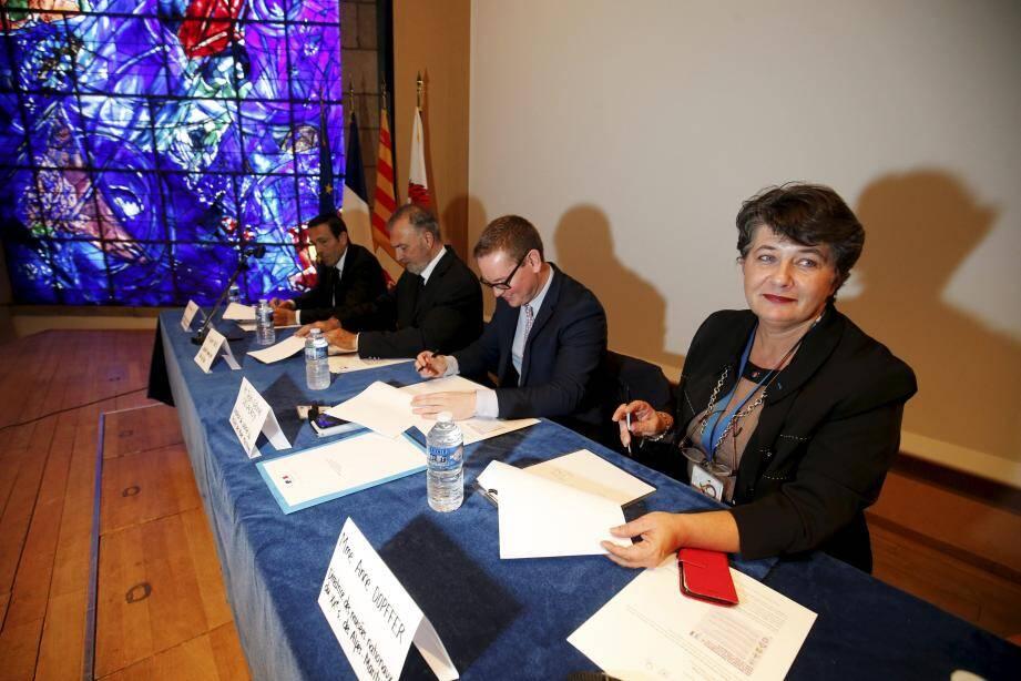 L'octroi du label « sécuri-site » au musée Marc-Chagall a fait l'objet d'une convention signée, mercredi soir par Robert Roux, adjoint au maire de Nice, délégué à la culture, Jean-Gabriel Delacroy, directeur de cabinet du préfet des A.-M, Jean-François Illy, directeur de la sécurité publique des AM et par Anne Dopffer, directrice des musées nationaux du XXe siècle des A.-M