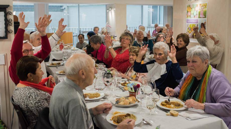 Les seniors ont pris plaisir à partager ce repas très convivial.