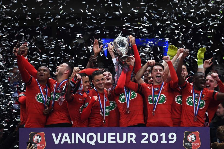 Rennes vainqueur de la Coupe de France face au PSG de Kylian Mbappé, expulsé en fin de match. Un bel exploit.