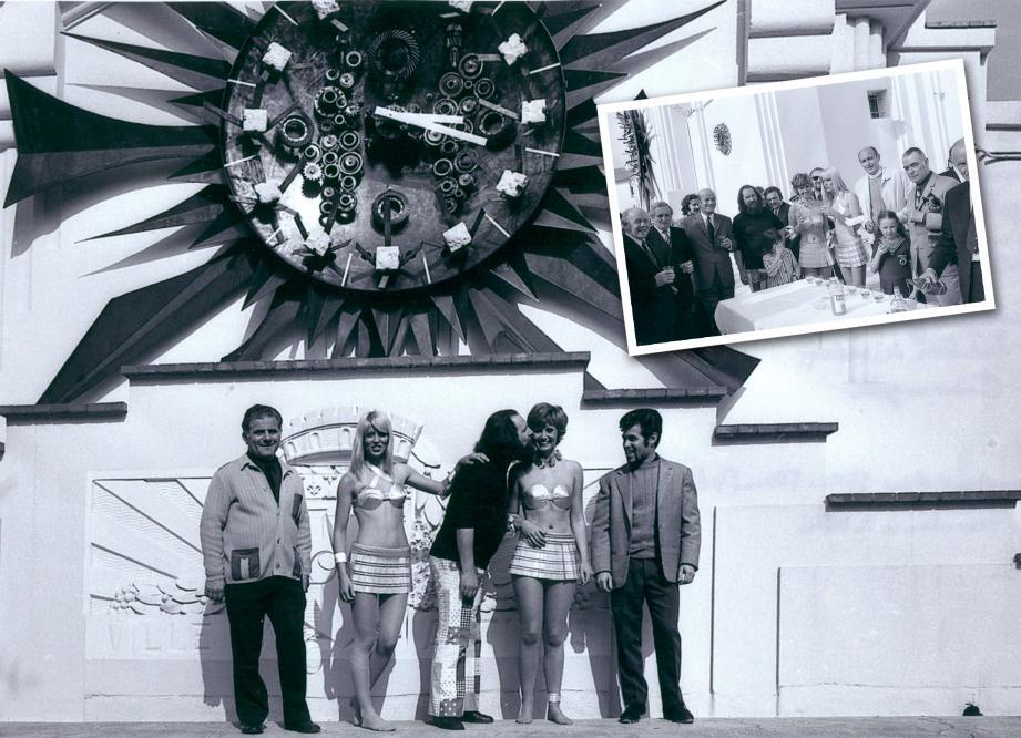 Gilbert Gianangelli entouré de deux mannequins habillées de vêtements en métal créés par l'artiste, de Jean-Claude Ferrus, le ferronnier, à droite, et de Raymond Bellon, à gauche. En incrustation, l'inauguration en présence de Pierre Merli.
