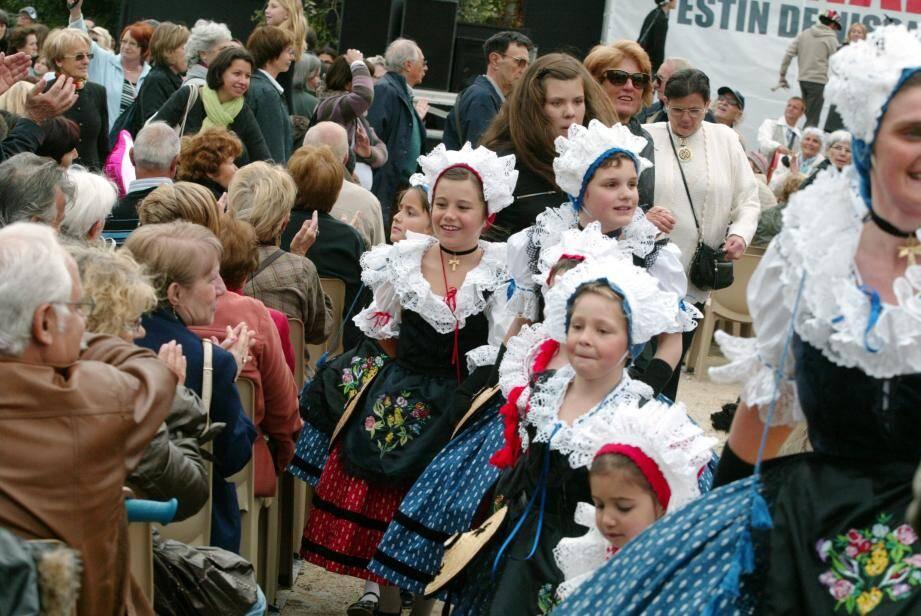 Chaque année, le mois de mai est synonyme de festivités et de traditions locales, dans les jardins des Arènes de Cimiez. Pour petits et grands.