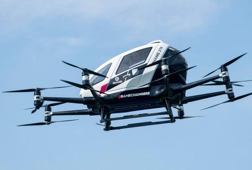 Ce véhicule aérien électrique sans pilote, bourré d'électronique, doit à terme pouvoir transporter deux passagers à basse altitude sur une distance de jusqu'à 35 km.