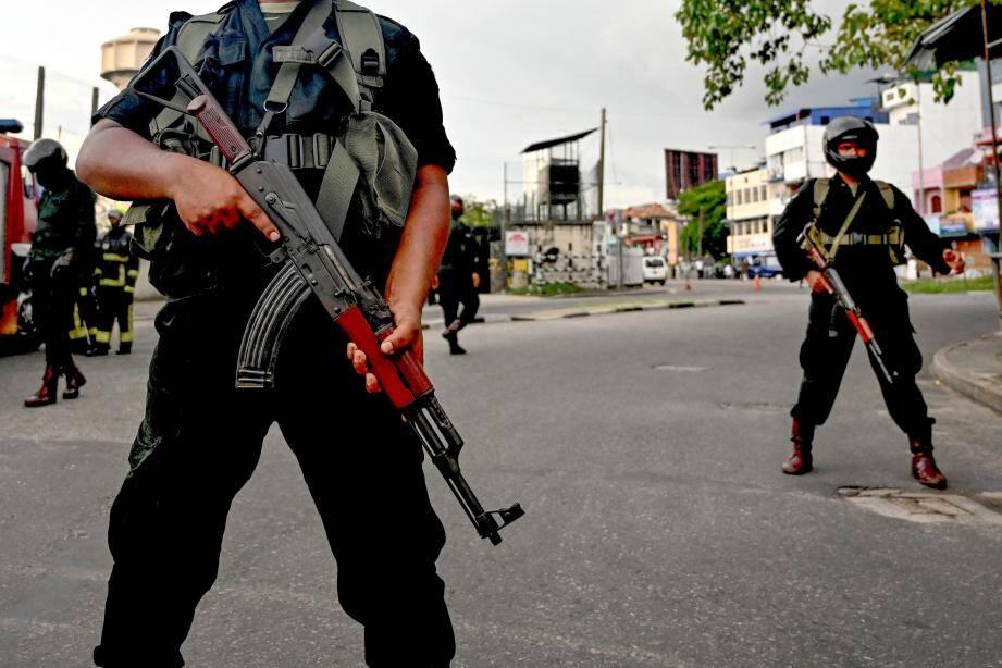 Des soldats au lendemain des attaques terroristes au Sri Lanka.