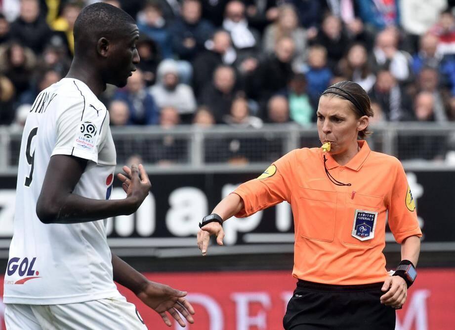 Stéphanie Frappart a été convaincante pour son premier match en Ligue 1.
