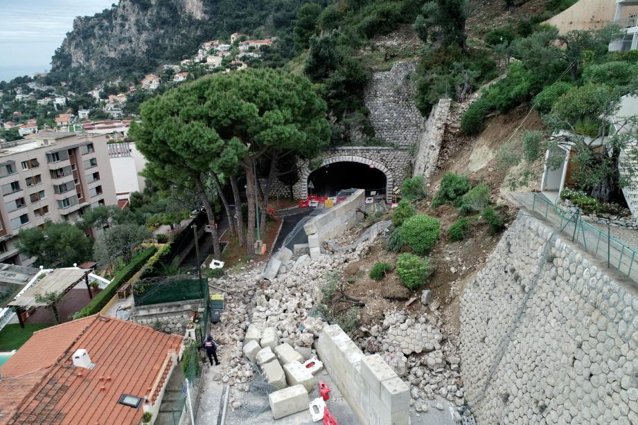 Les villas en contrebas ont été épargnées, notamment grâce à un mur de sécurisation bâti la semaine dernière.