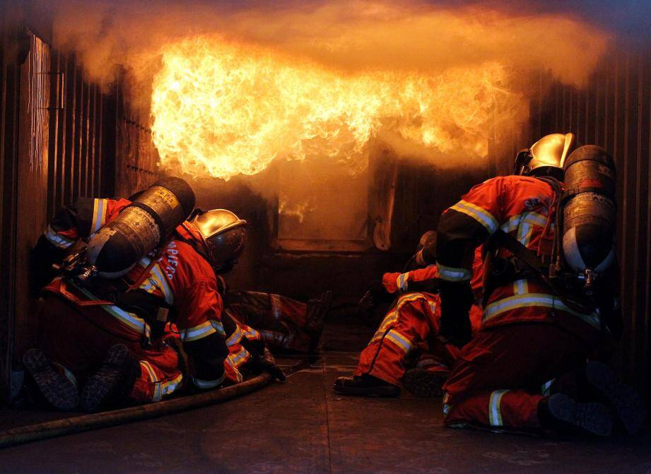 Un exercice impressionnant des pompiers de Monaco avec simulation d'un feu d'appartement. (Photo Jean-François Ottonello) Au plus près de l'action avec les sapeurs pompiers de Monaco pendant leur exercice incendie dans leur saffir à la Brasca. Pompiers Monaco