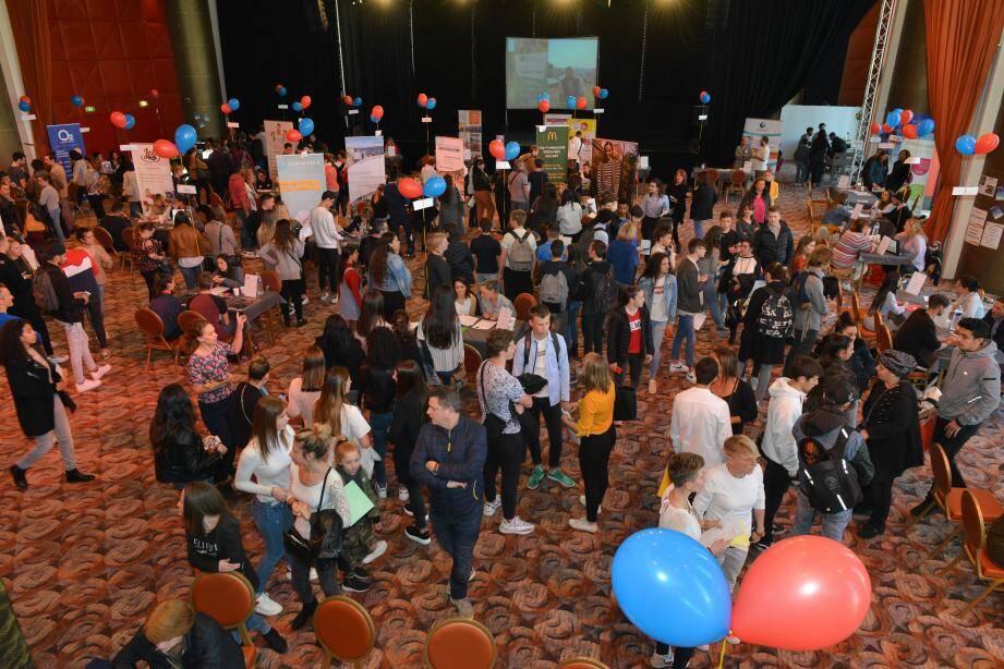 """Plus de 800 jeunes sont venus à l'opération """"jobs d'été"""" organisée à Terrazur."""