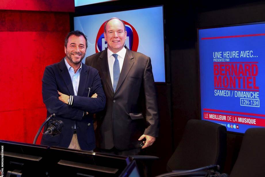 Le prince Albert II aux côtés de Bernard Montiel dans les studios de RFM à Paris.