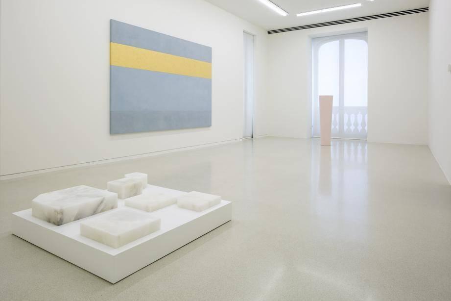 Les œuvres minimalistes jalonnent un parcours pensé par l'artiste à la villa Paloma.