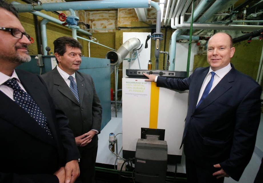 Le souverain a rallumé hier les chaudières du Palais désormais alimentées au biocarburant.