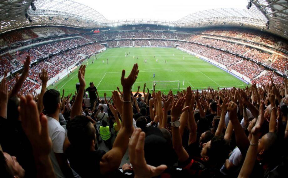 Les supporters de Nice à l'Allianz Riviera.