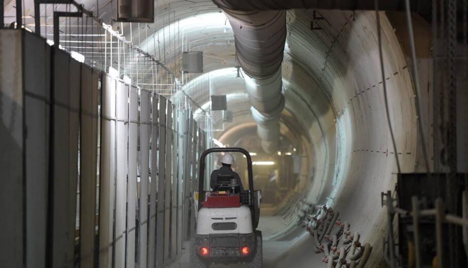 Un employé travaillant sur le site du projet Cigéo d'enfouissement des déchets nucléaires à Bure, dans la Meuse, le 21 novembre 2017.