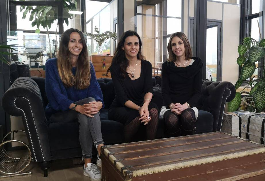 Morgane, Valérie Higuero, dirigeante de MBD Open Marketing, et Jennifer, ont donné quelques conseils en social selling hier aux startuppers installés au siège de Nice-Matin à Nice.