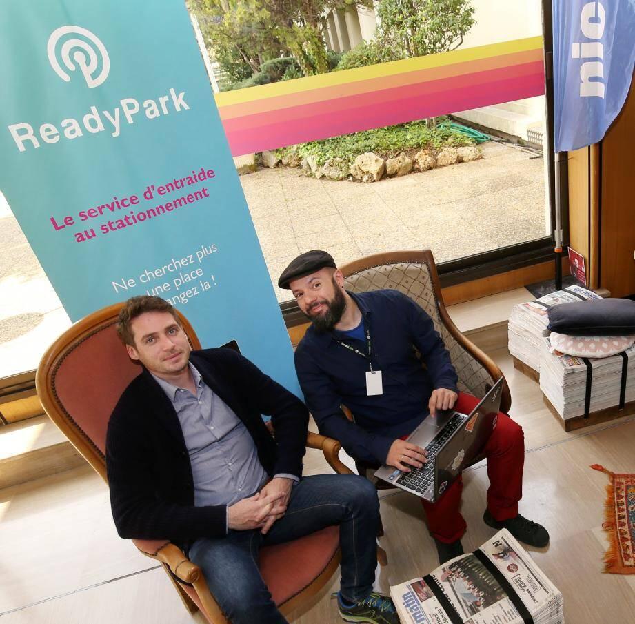 Jean-David Collard (à gauche) et Panos Gergos (à droite) les fondateurs de l'application Ready Park