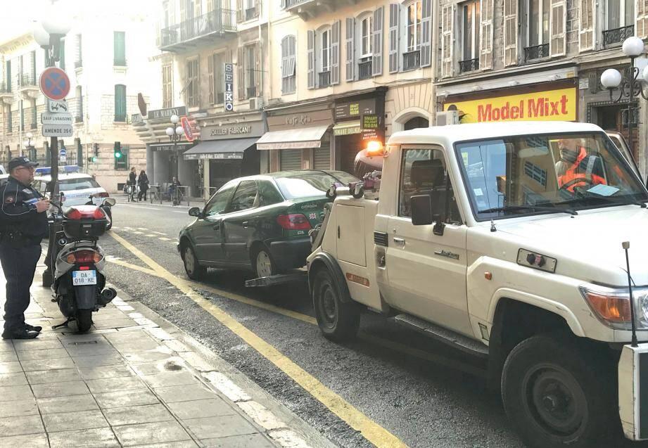 Hier matin, quatre véhicules ont été enlevés rue Gioffredo sur 300 mètres et en moins d'une heure.