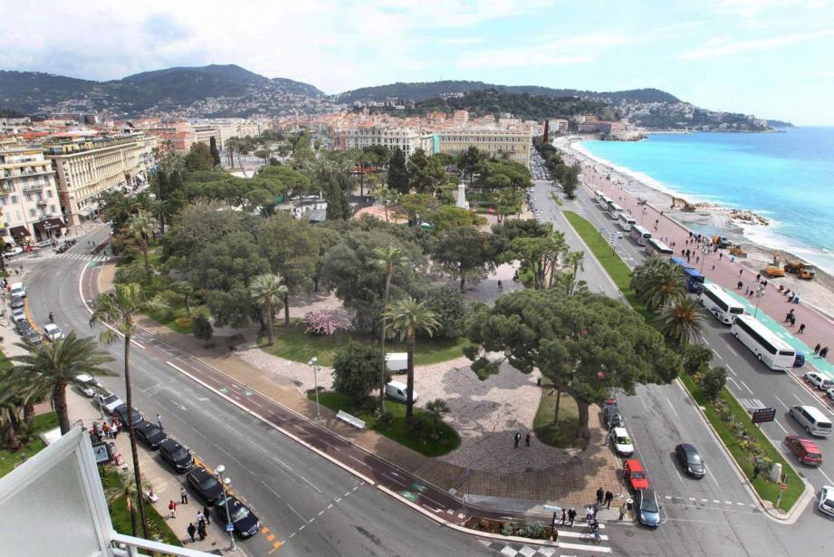 Tout bascule le 9 août 2008 à Nice, au début de la promenade des Anglais, face au casino Ruhl...