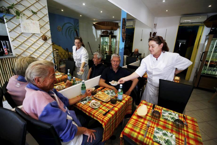 Natacha Vouriot, guadeloupéenne depuis quatre générations, propose au Coin créole une véritable cuisine des Antilles.