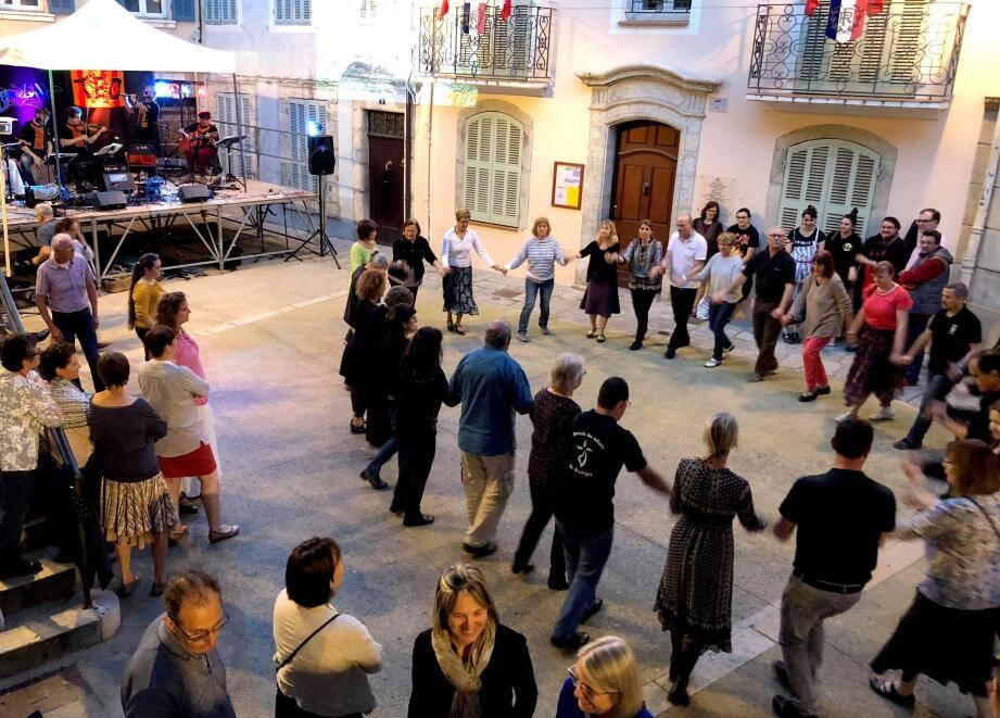 Fest-noz et baleti, samedi sur la place du village. On attend du monde comme lors de la première édition (ci-dessus).