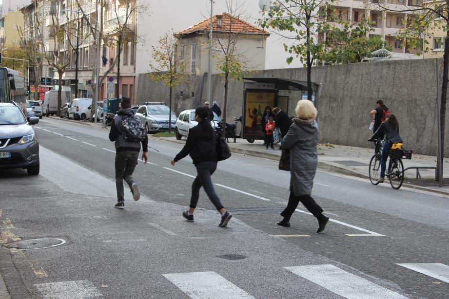 Le renouveau du boulevard passe aussi par une piste cyclable, la réimplantation a été évoquée dans le cadre du plan de végétalisation de la ville détaillé le 28 mars par Christian Estrosi.