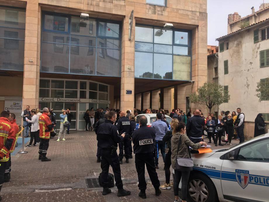 Le personnel a été évacué et le bâtiment situé place Besagne fermé le reste de l'après-midi.