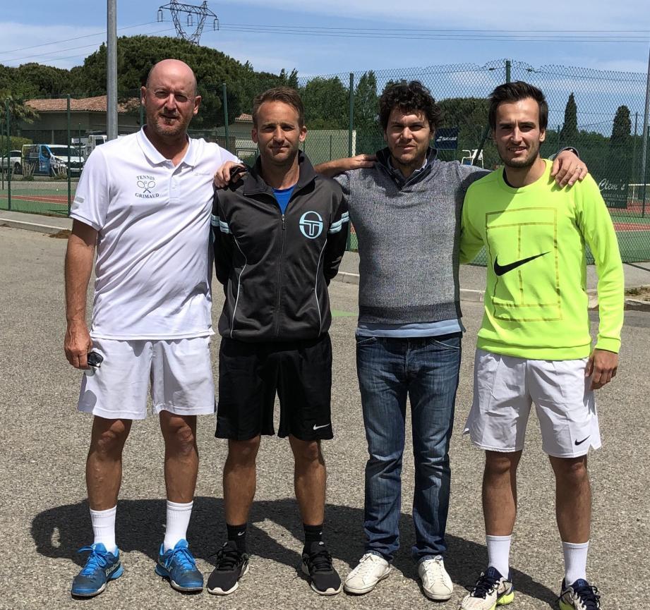 Les finalistes Messieurs avec Stéphane Cocorel et Sébastien Gori.