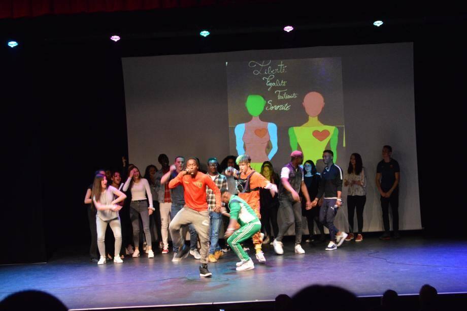 La représentation incarnée par les élèves du CFA de Carros et du lycée Thierry-Maulnier à Nice, a eu lieu avant-hier.