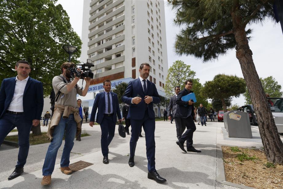 À Berthe, le ministre  a entendu «l'absolue détresse des habitants» confrontés à la pression des dealers installés dans leurs immeubles.