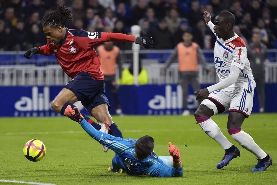 L'ancien Lyonnais Loïc Rémy s'est signalé par une réalisation.