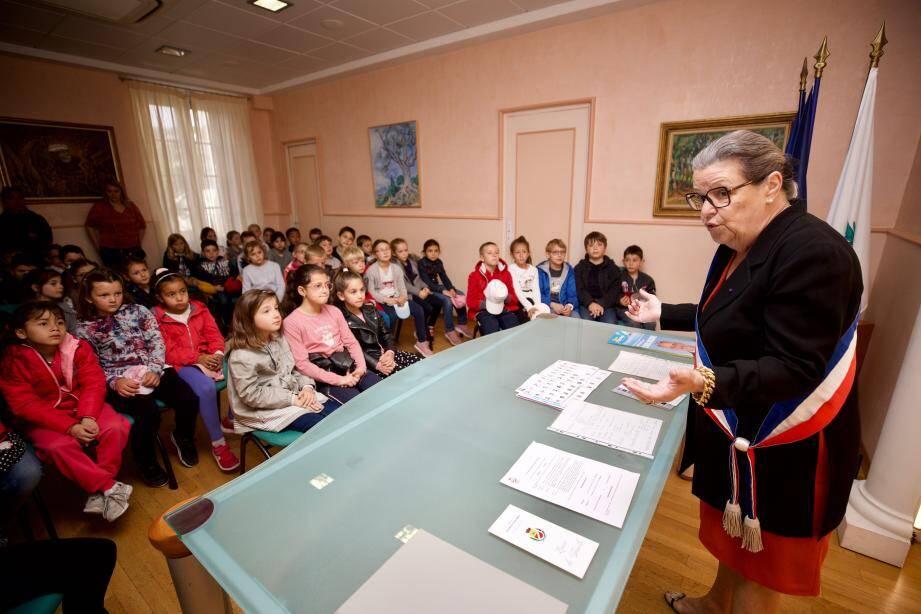 Edith Lupi a vulgarisé le fonctionnement d'une mairie pour les élèves du Val Fleuri.