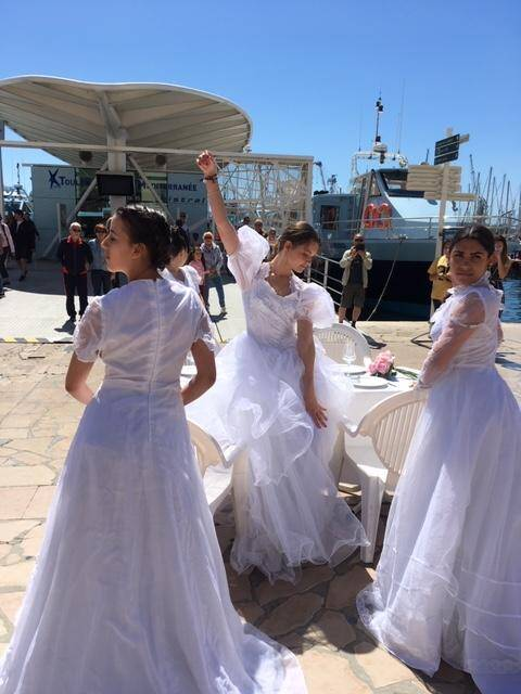 Les élèves ont présenté une chorégraphie sur le port et devant le centre le centre Mayol.