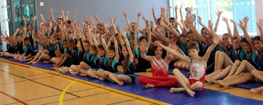 Des petits gymnastes heureux d'être là et de montrer leur talent !