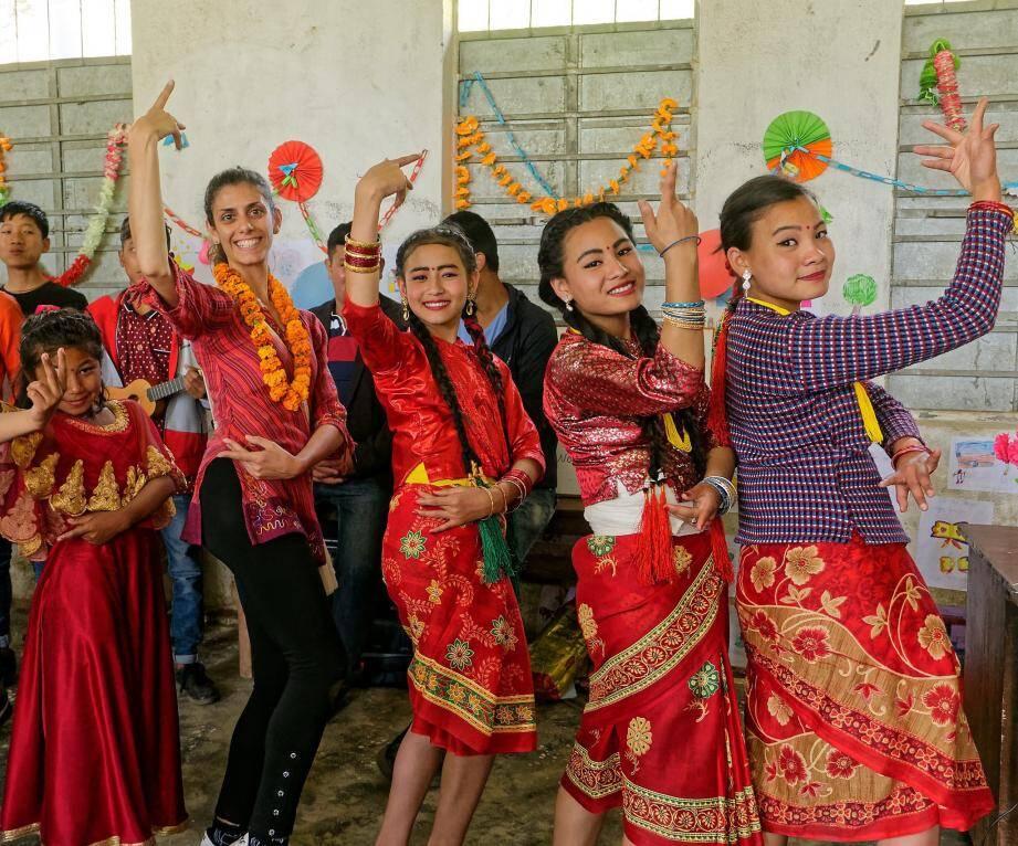 Sabrina s'est mêlée avec bonheur aux festivités du nouvel an népalais.