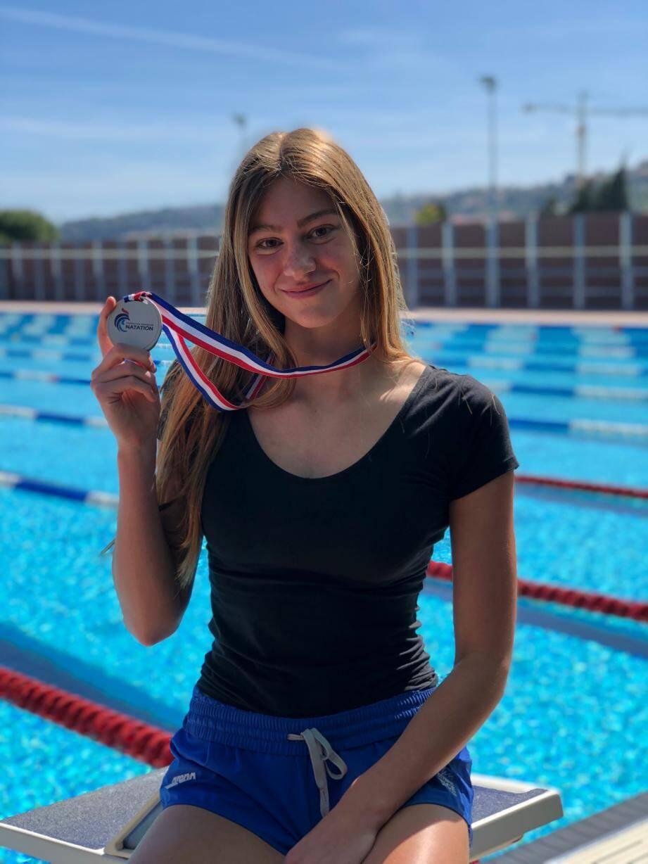Lilou Ressencourt a ramené des championnats de France une première médaille chez les seniors (argent sur le 200m dos).