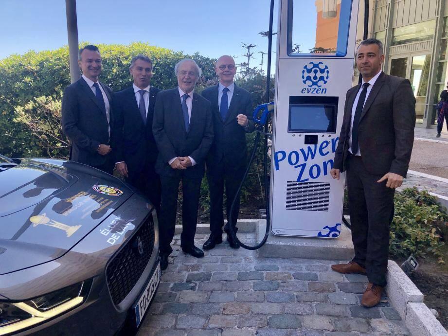 (De gauche à droite): Thomas Battaglione, Frédéric Darnet, Bernard Fautrier et Serge Telle, hier matin, pour le lancement du superchargeur au Monte-Carlo Bay Hotel & Resort.